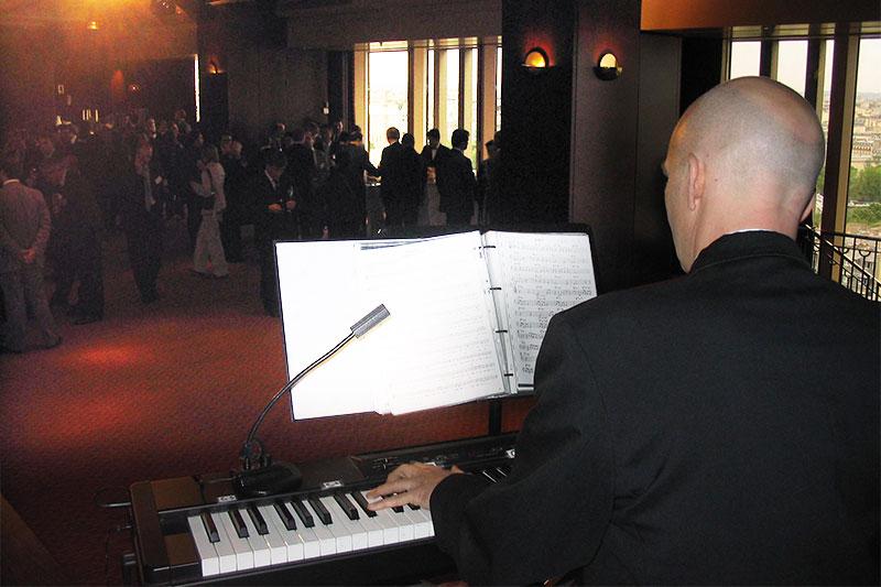 Piano bar en haut de la Tour Eiffel