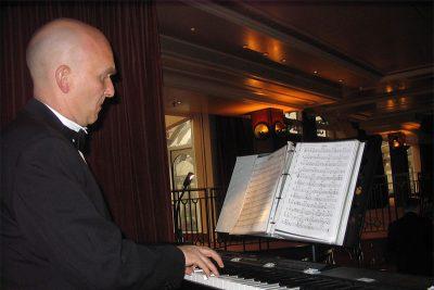 Pianiste en haut de la Tour Eiffel
