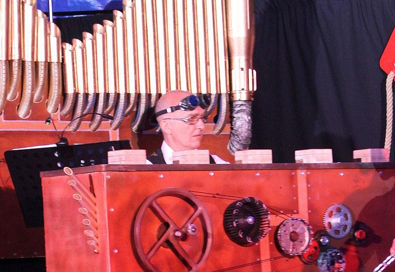 musicien de cirque, une spécialité de plus pour le pianiste Dominique Régnier
